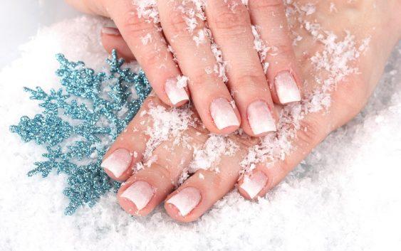 Почему зимой сохнут руки и как ухаживать за руками зимой?
