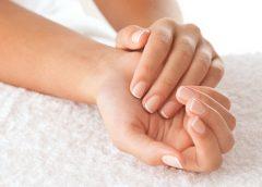 Отекают пальцы рук: причины и методы лечения