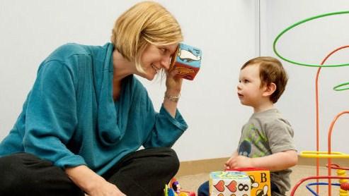 Как играть с аутичными детьми?