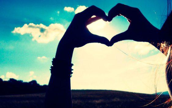 сердце картинка в руках