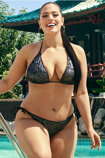 pishnozadie-fotomodeli-v-bikini