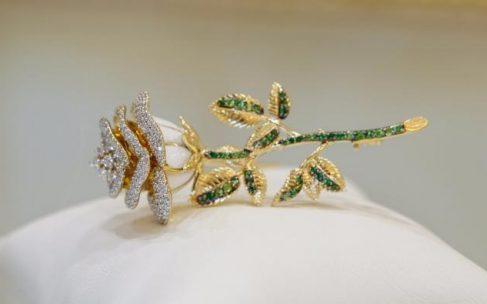 Золотые броши – новый тренд в мировой моде